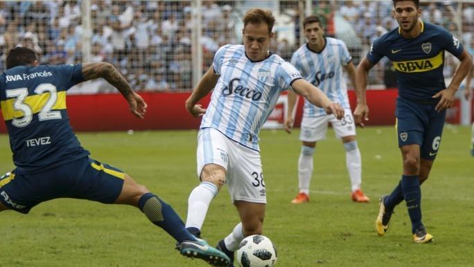 Boca logró un agónico empate en Tucumán Luego de perder la Supercopa en Mendoza, el Xeneize tuvo un partido cuesta arriba ante Atlético. Lo perdía, el local pudo aumentar la diferencia pero Bou, en el descuento, estableció el 1 a 1 final.