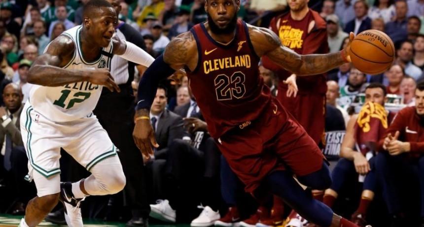 Celtics sobreviven a gran noche de LeBron y amplían ventaja