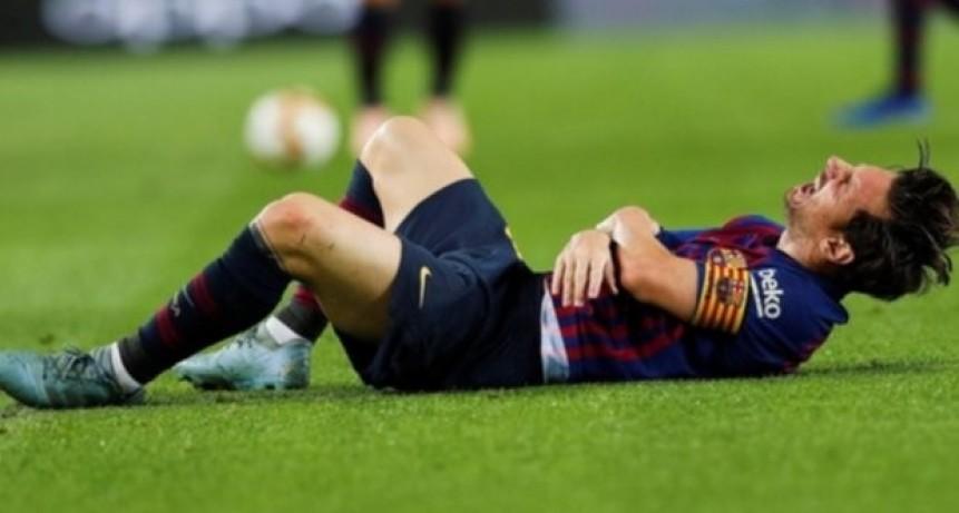 Messi se fracturó el codo derecho y lo deja 3 semanas sin jugar