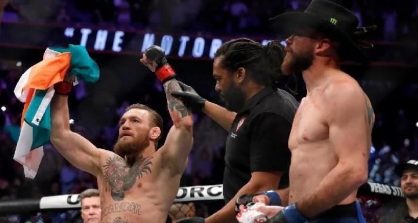 Conor McGregor le ganó  a  Cowboy Cerrone por el peso welter