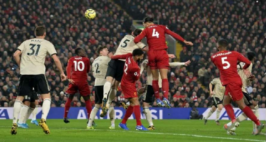 Liverpool derrotó a Manchester United por 2-0
