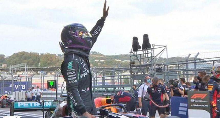 Lewis Hamilton que saldrá del primer cajón hoy en el Gran Premio de Rusia